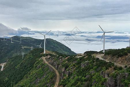 高山上的风力发电机图片