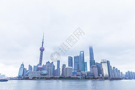 阴天的上海陆家嘴图片