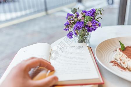 咖啡馆气质美女看书图片