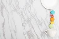 马卡龙咖啡杯创意平铺图片