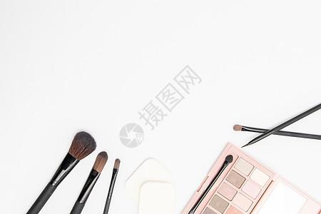 白底背景化妆品道具平铺图片