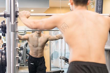 健身房健身运动肌肉动作示范图片