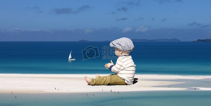 巨大的小孩在渺小的世界中玩耍图片