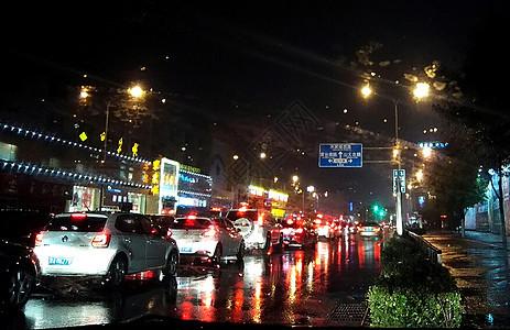 雨中夜景图片