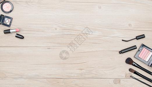 木质背景化妆品道具平铺图片