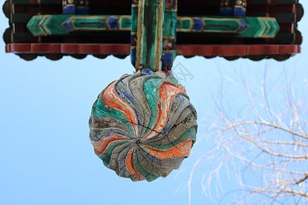牌坊上的彩色斑驳柱头图片