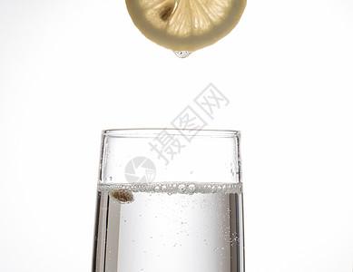 柠檬汽水玻璃杯棚拍图片
