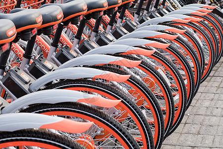 整齐排列的共享单车图片
