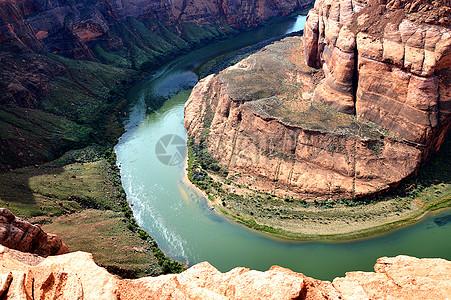 红砂岩和河流图片