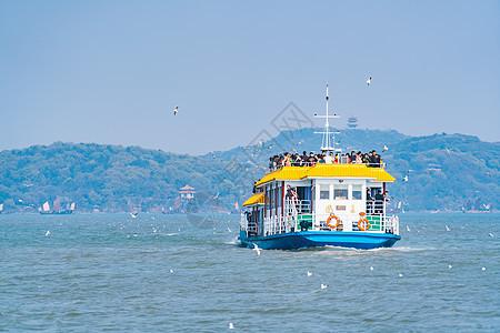 无锡鼋头渚太湖上的船图片