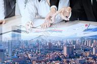 商务男士会议与城市场景二次合成图片