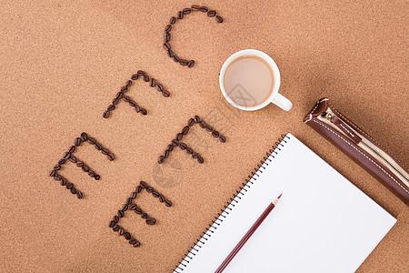 桌上的的咖啡色物品图片