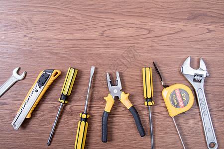 劳动节劳动工具木纹背景图片