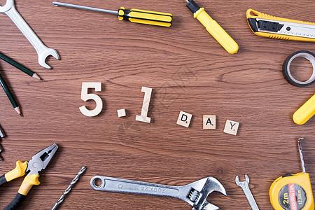 五一劳动节劳动工具木纹背景图片