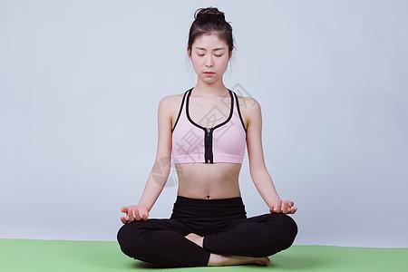 小清新运动美女冥想图片