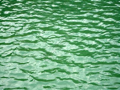 碧绿的湖水图片