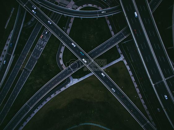 立交桥与城市道路航拍图片