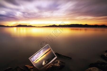 画中的湖光山色图片