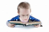 学习中的孩子图片