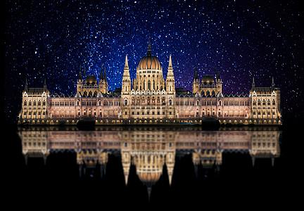 夜空下的城堡图片