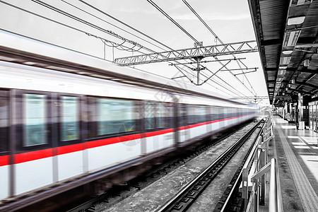 行驶中的列车图片