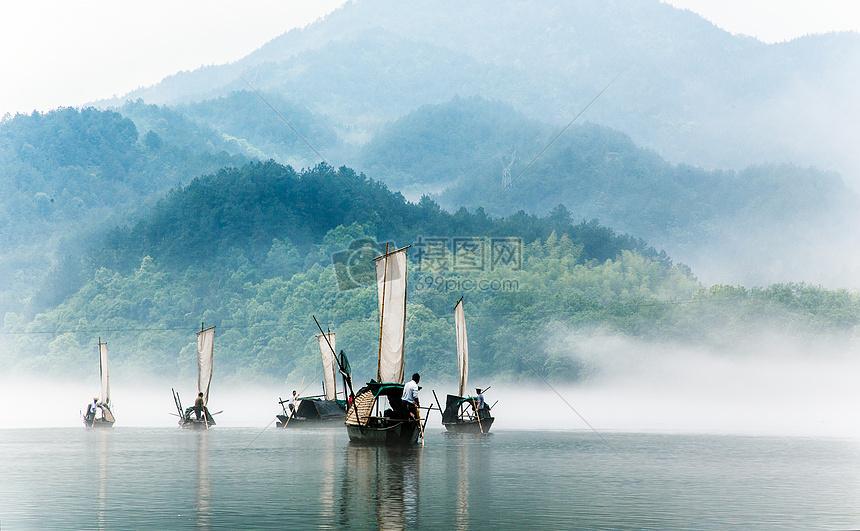 江面帆影图片
