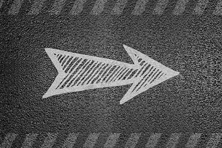 水泥路上的创意方向箭头图片