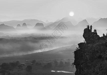 雾漫漓江图片
