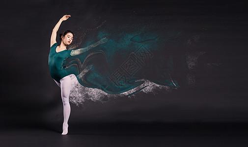 跳舞的人在随风飘洒粒子效果蜕变图片