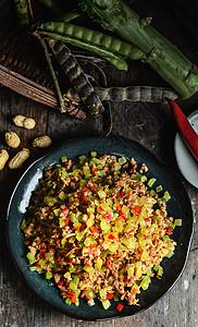 金针菇莴笋萝卜丁小炒肉图片