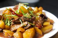 土豆炖牛肉图片