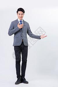 时尚商务男士微笑全身像图片