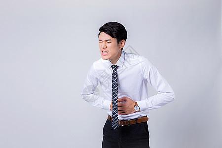 年轻男士胃疼弯腰半身像图片