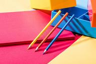 彩色桌面文具图片
