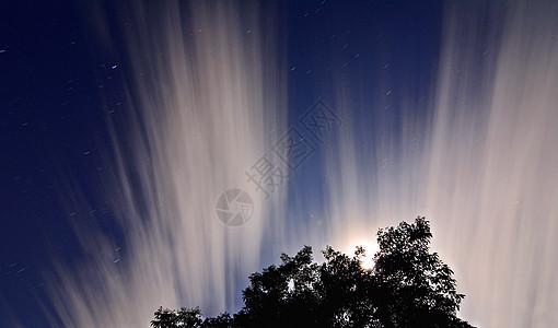 月下拉丝云图片