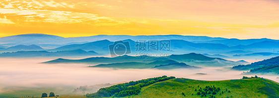 山峦云雾图片