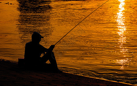 日落剪影钓鱼垂钓图片