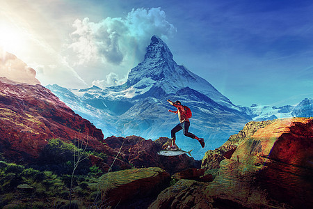 跳跃山的男人图片