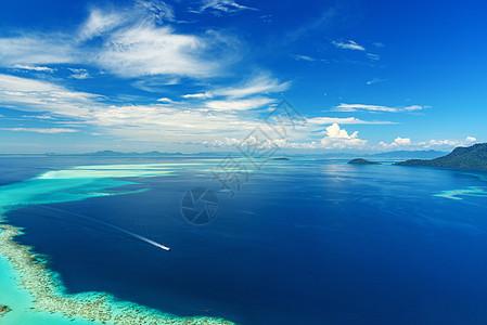 蓝天白云海平面图片