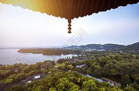 雷锋塔上眺望杭州西湖夕阳美景图片