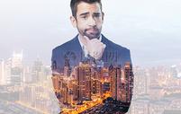 商务人士和城市夜景图片