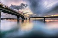 大桥云变图片