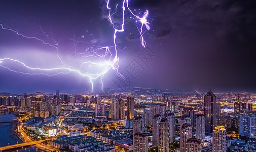 闪电中的城市图片
