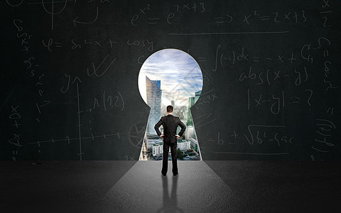 男人面向方程式城市图片