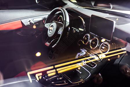 梅赛德斯奔驰V8图片