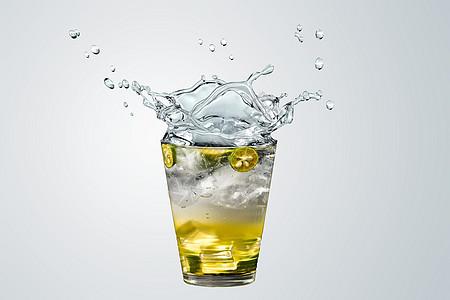水花四溅的饮料图片