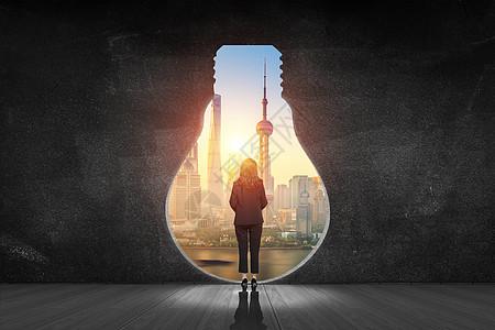 商务男士站在木板上的创意图图片
