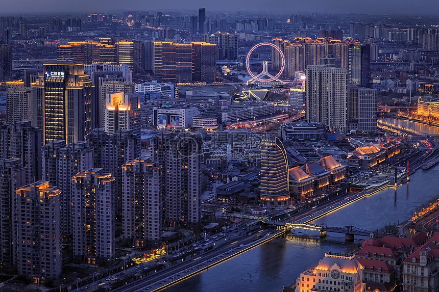 夜晚的城市摩天轮图片