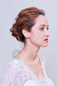 清新干净盘发美女婚纱妆容图片