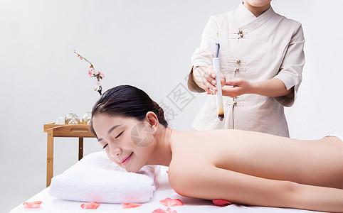 养生性感甜美女人在做艾灸图片